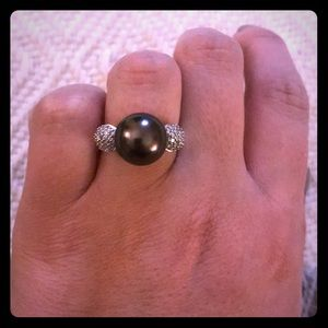 Jewelry - Pearl and diamond ring